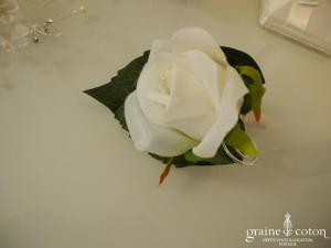 Broche fleur rose couleur ivoire