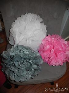 Fleur rose à déplier en papier façon pompom