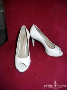 Escarpins (chaussures) en cuir ivoire ouverts