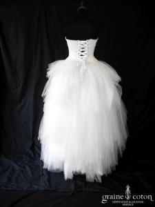 Laurent Kapelski - Création en soie et mouchoirs de tulle ivoire (laçage drapé asymétrique)