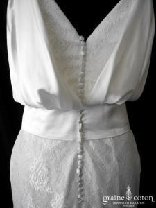 Création - Robe une pièce en soie et dentelle (sirène bretelles dos-V bohème fluide drapé dos boutonné)