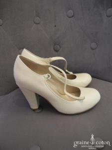 Texto - Escarpins (chaussures) type babies en cuir ivoire
