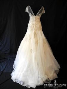 Manuel Mota pour Pronovias - Création en tulle finement perlé (manches bretelles coeur princesse A-line fluide dos-nu dos-V taille basse)