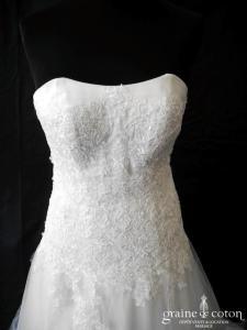 Création - Robe en dentelle brodée ivoire et tulle (bustier laçage fluide coeur A-line princesse)