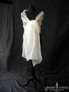 Fan de soie - Étole biseautée en organza ivoire