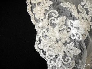 Bianco Evento - Boléro manches longues en dentelle brodée ivoire