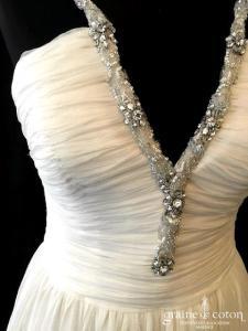 I Love Me by Galvan Sposa - Création drapée en mousseline de soie fluide ivoire clair (bretelles fendue décolleté-V)
