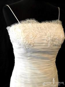 I Love Me by Galvan Sposa - Création en mousseline de soie fluide (taille basse dos-nu bustier bretelles drapé dentelle)