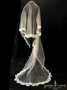 Oksana Mukha - Voile long de 2,50 mètres en tulle ivoire bordé de dentelle brodée