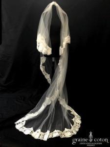 Cymbeline - Voile long de 2 mètres 50 en tulle ivoire bordé de dentelle de Calais