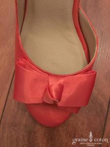 Escarpins (chaussures) en satin corail, bout ouvert