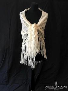 Châle triangle en laine ivoire avec franges - fait main