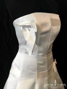 Suzanne Ermann - Citadine en blanc cassé (courte taille basse satin bustier volutes)