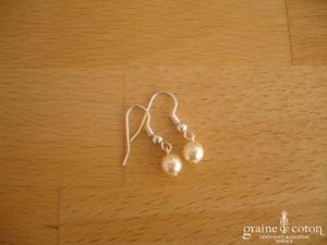 Au fil perlé - Boucles d'oreilles perle ivoire 6 mm