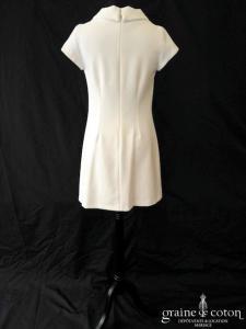 Caroll - Robe courte en crêpe ivoire (manches bretelles encolure)