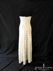 BCBG Max Azria - Robe fourreau en satin ivoire (bustier coeur bandes drapé)