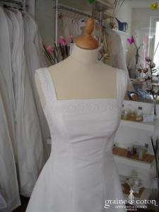 Robe longue blanche décolleté carré, style Rome antique