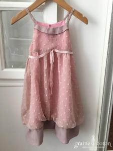 Hibiscus - Robe demoiselle d'honneur petite fille en mousseline plumetis rose poudré et fines bretelles