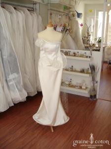 Suzanne Ermann - Robe de mariée ivoire, près du corps (satin)