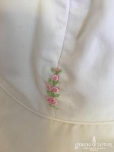 Hibiscus - Chapeau en coton blanc et fleurs roses