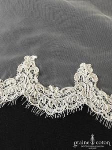 Création - Voile long de 3 mètres en tulle fluide ivoire clair bordé de dentelle
