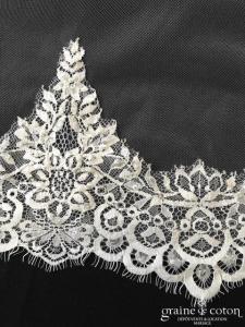 Blanc Couture - Voile long de 3 mètres en tulle ivoire fluide bordé de dentelle