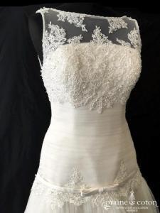 San Patrick pour Pronovias - Robe taille basse en tulle et dentelle ivoire clair (perles courte et longue fluide bretelles)