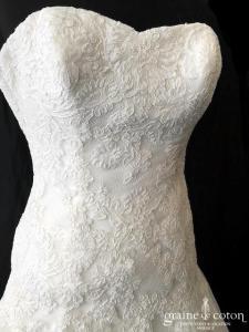 La Sposa pour Pronovias - Detalle (taille basse tulle fluide bohème bustier dos boutonné coeur)