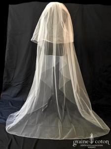 Nuit Blanche - Voile long de 3 mètres en tulle ivoire clair surjeté