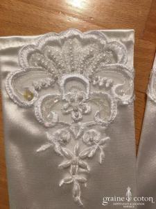 Création - Gants mi longs en satin blanc rebrodé de perles