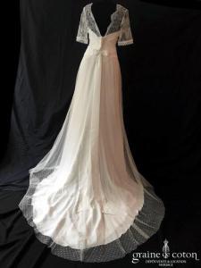 Lambert Création - Gisèle (crêpe dentelle de Chantilly tulle plumetis fluide bohème bretelles manches dos-nu dos boutonné)