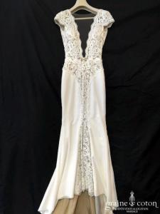 Berta Bridal - Robe sirène en crêpe de soie et dentelle ivoire clair (fluide bretelles dos-nu décolleté-V)