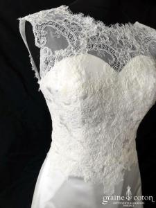 Jarice Style - Robe fourreau en satin et dentelle ivoire clair (sirène droite bretelles coeur dos-nu)
