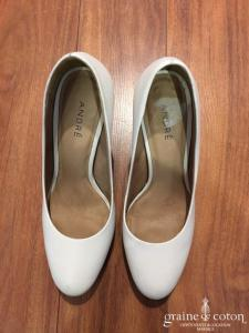 André - Escarpins (chaussures) en cuir ivoire