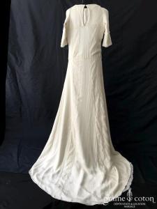 Delphine Manivet - Robe en mousseline et dentelle de coton ivoire (manches bretelles droite fourreau taille basse)