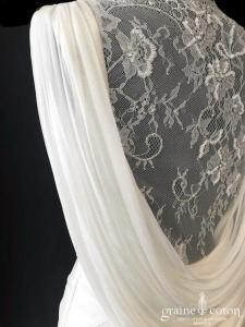 Rosa Clara Soft - Wallace (tulle fluide bretelle bénitier dentelle bohème taille basse droite dos-nu décolleté-V)