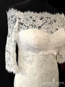 White One pour Pronovias - Jennifer (dentelle empire coeur bretelles sirène manches dos-nu dos boutonné bateau)
