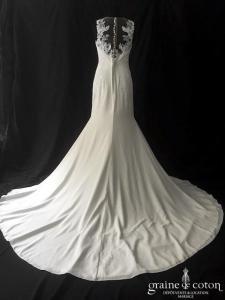 White One - Fina (crêpe fluide dentelle coeur bretelles dos boutonné fourreau sirène droite dos-nu)