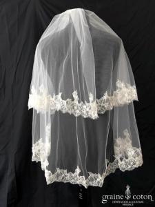 Pronovias - Voile court en tulle ivoire bordé de fine dentelle de Chantilly perlée