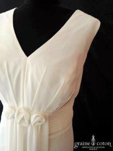 Création - Robe empire en mousseline fluide ivoire clair (bretelles laçage droite)