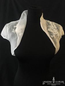 Boléro en organza de soie ivoire clair avec guipure de dentelle