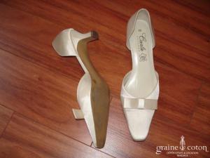 Carla Selvone - Escarpins (chaussures) en cuir recouvertes de tissu satiné ivoire
