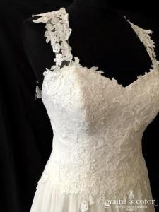Lilian West - Modèle 6447 (coeur fluide mousseline dentelle guipure bohème bretelles dos-nu dos boutonné taille-haute)