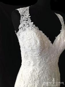 Demetrios - Robe sirène en guipure ivoire clair (dos-nu bretelles dentelle dos boutonné coeur decollete-V)