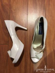 Lazio - Escarpins (chaussures) blancs ouvertes aves noeud et boucle dorée
