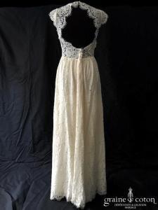 Zetterberg Bridal - Adeline (dentelle manches bretelles mi-longue dos-nu dos boutonné taille-haute fourreau droite sirène bohème fluide)