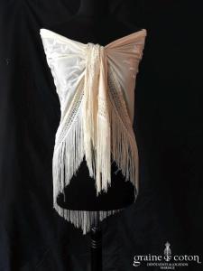Création - Étole / châle triangle brodée en soie champagne