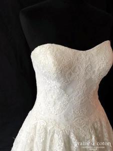 Allure Bridals - Modèle 9121 (tulle fluide dentelle princesse bustier coeur dos boutonné taille-haute)