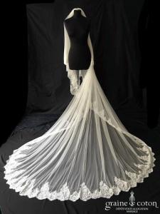 Pronovias - Voile long de 3 mètres en tulle fluide ivoire bordé de dentelle de Calais