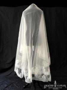 Pronuptia -  Voile long de 2,50 mètres en tulle ivoire clair bordé de fine dentelle